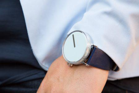 Hourglass Wristshot